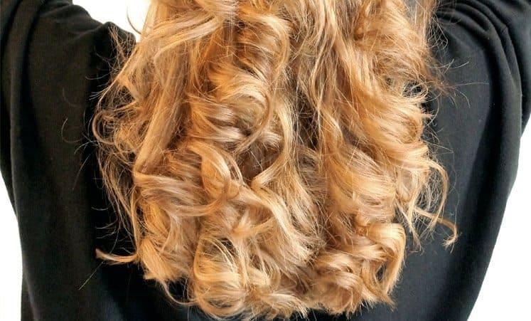 Haarverlängerungen und Verdichtungen